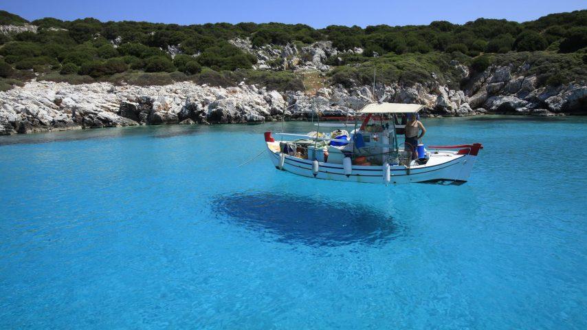 skyros_barco